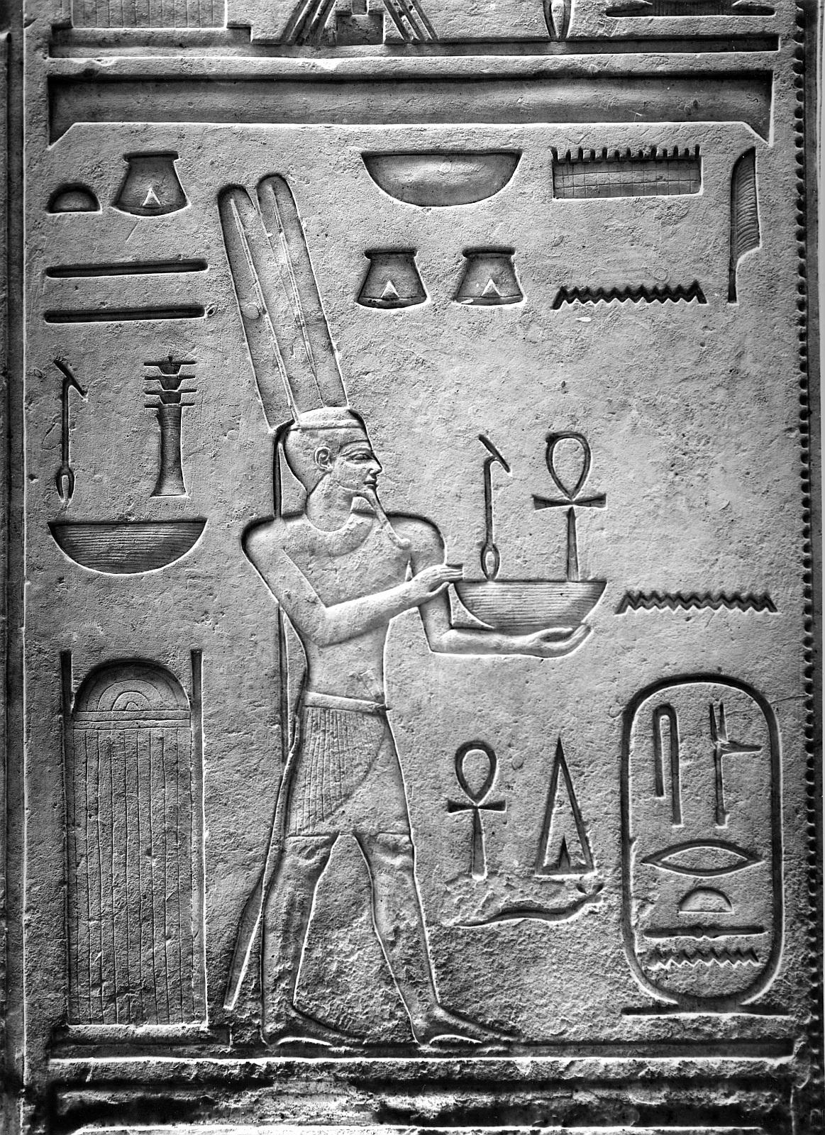Каирский музей. Дверь с рельефом в виде бога Амона