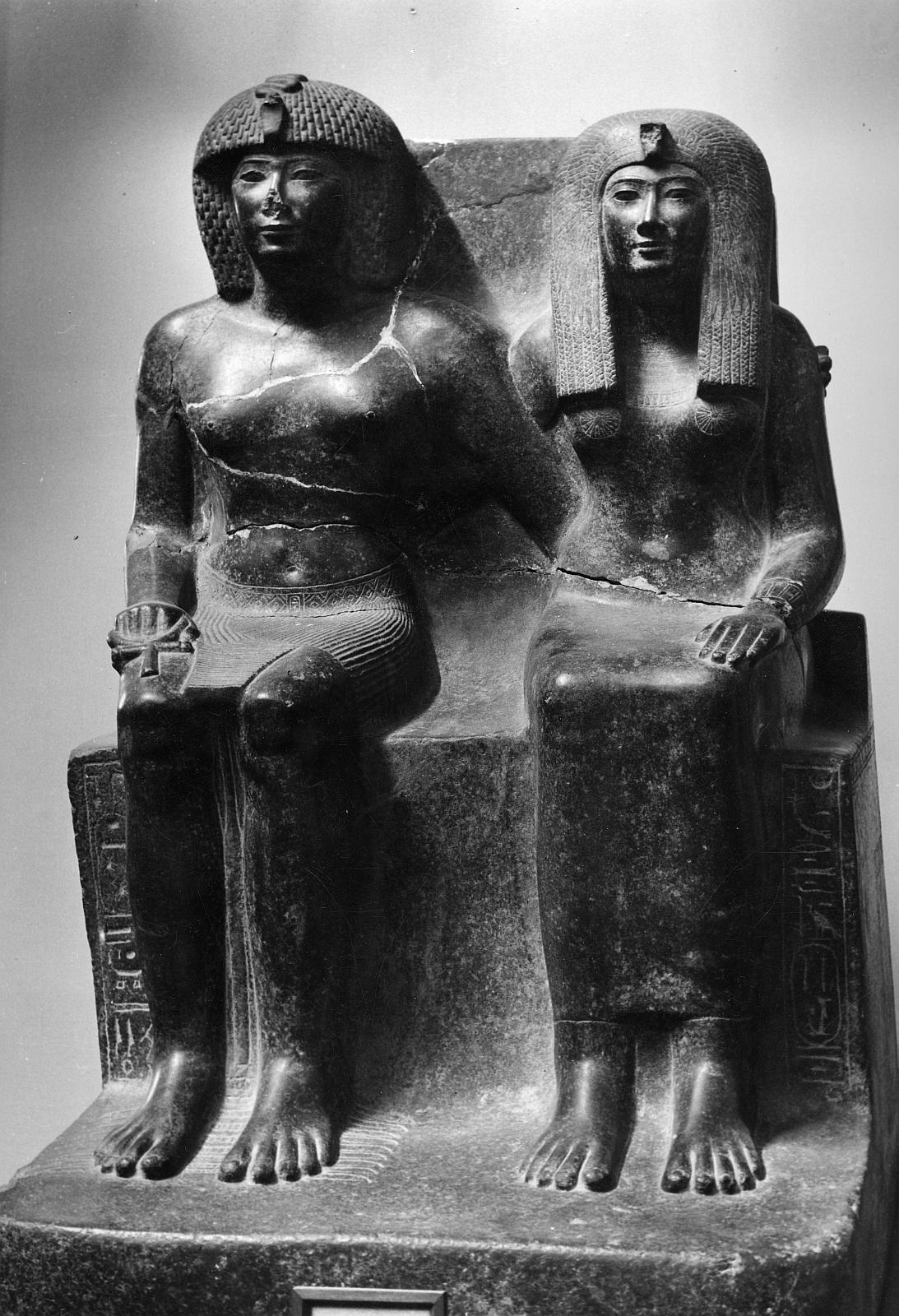 Каирский музей. Тутмос IV со своей матерью Теей, женой Аменхотепа II