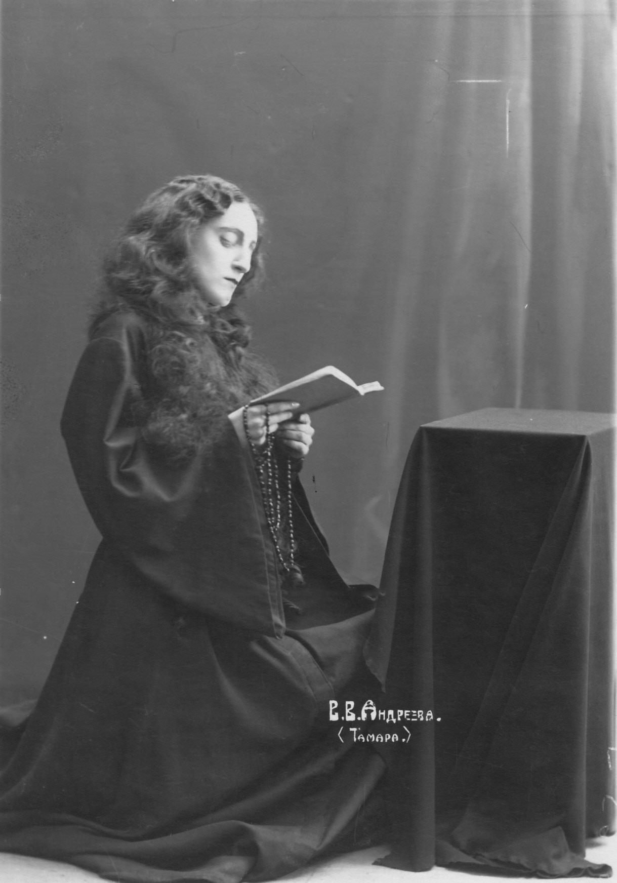 Андреева Валентина - артистка театра в роли Тамары из оперы «Демон» А. Г. Рубинштейна.