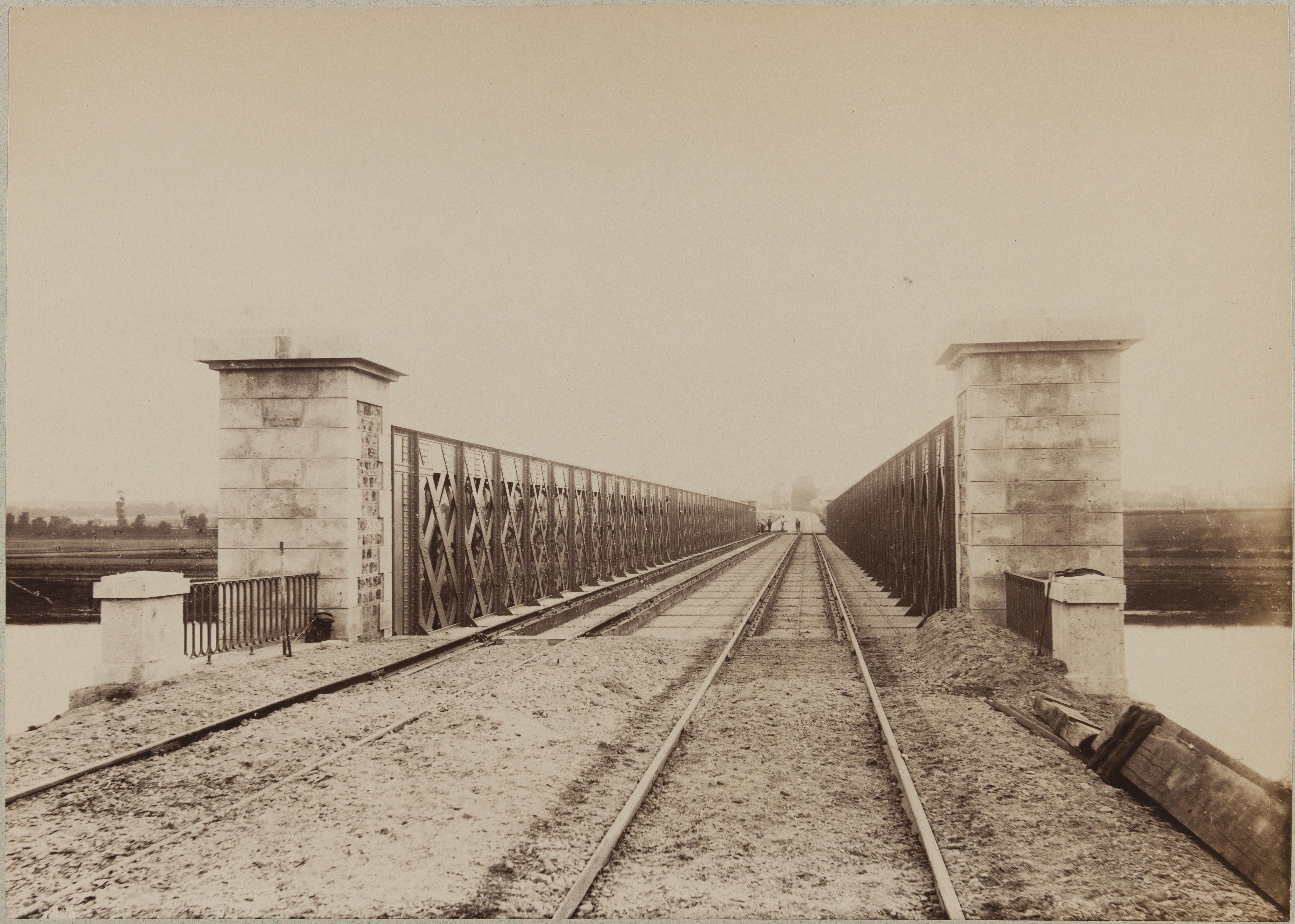 Мост в Шуази-ле-Руе. Перспектива моста