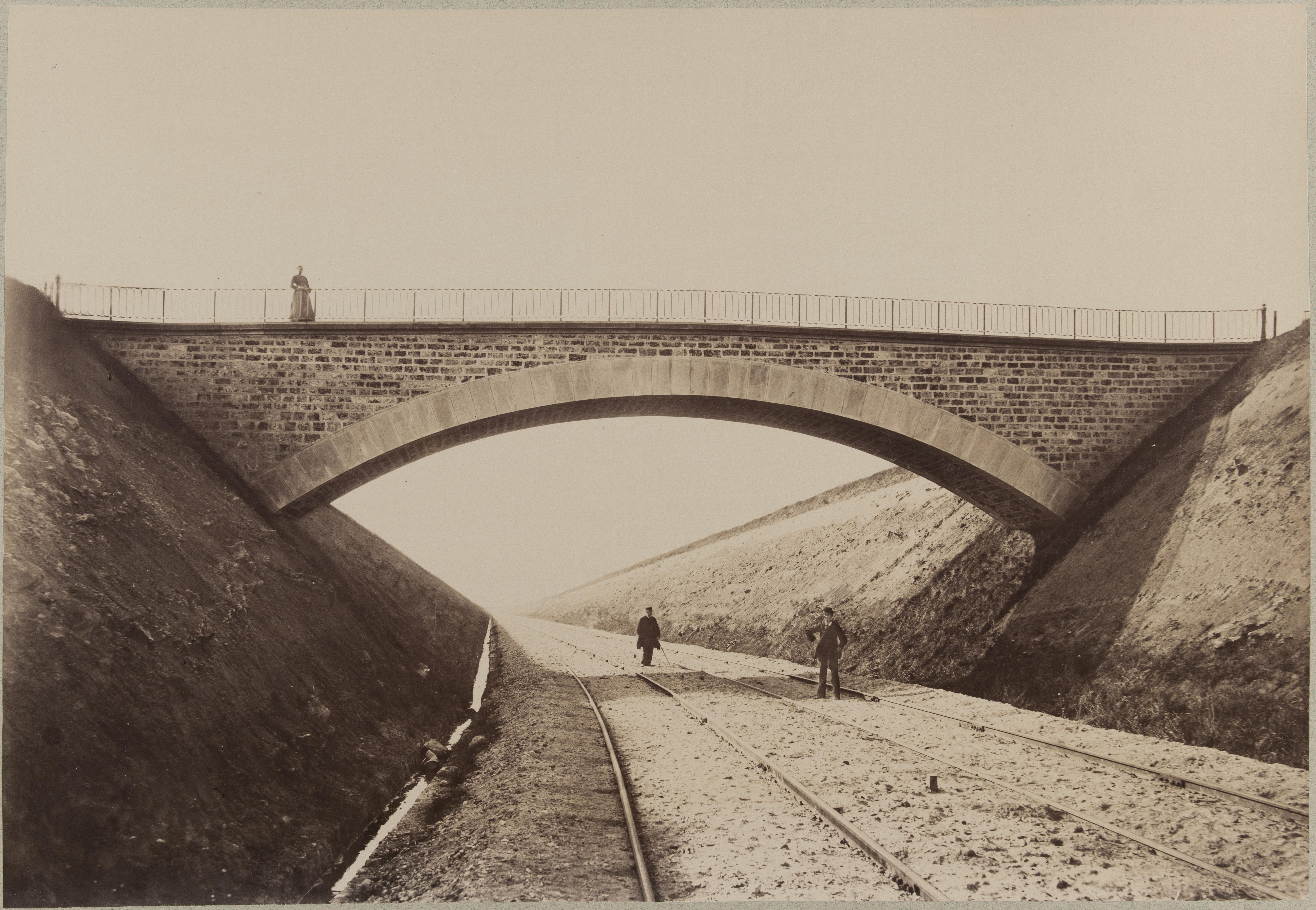Путепровод над полотном железной дороги между Шевийи и Орли