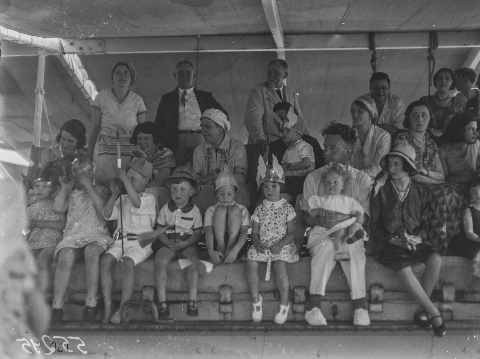 Детский праздник на палубе парохода «Усамбара»