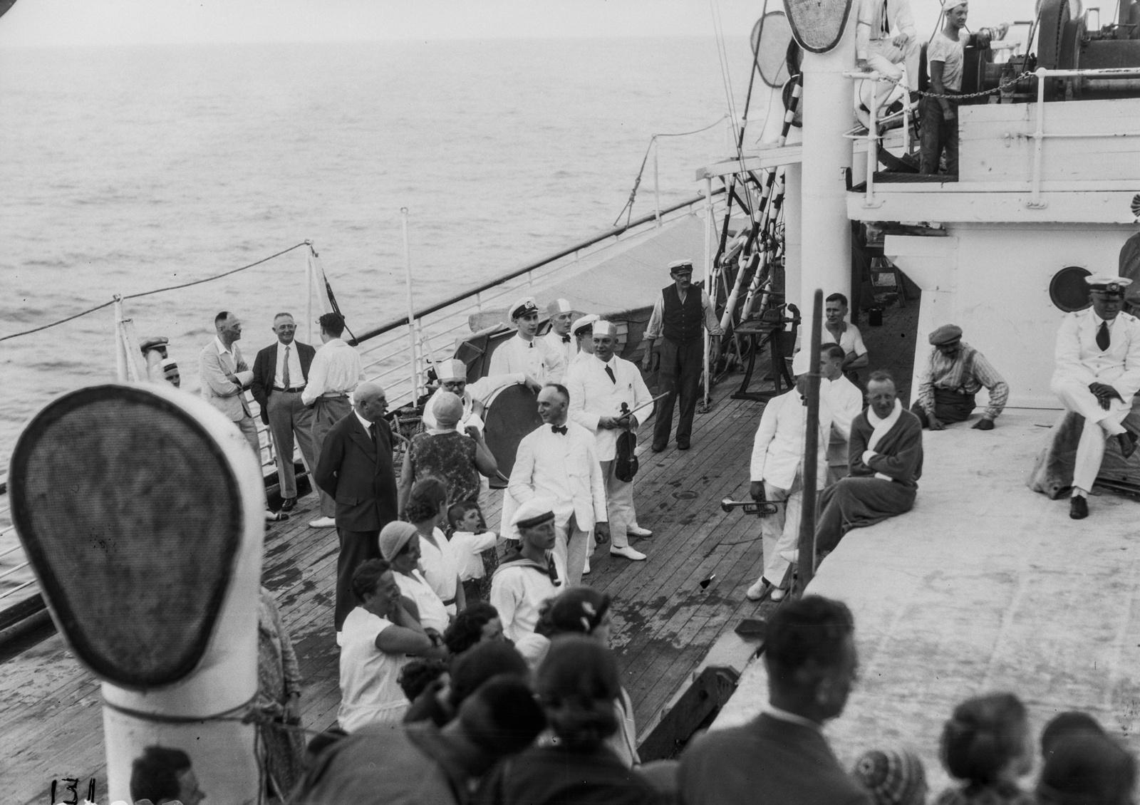Пассажиры на палубе