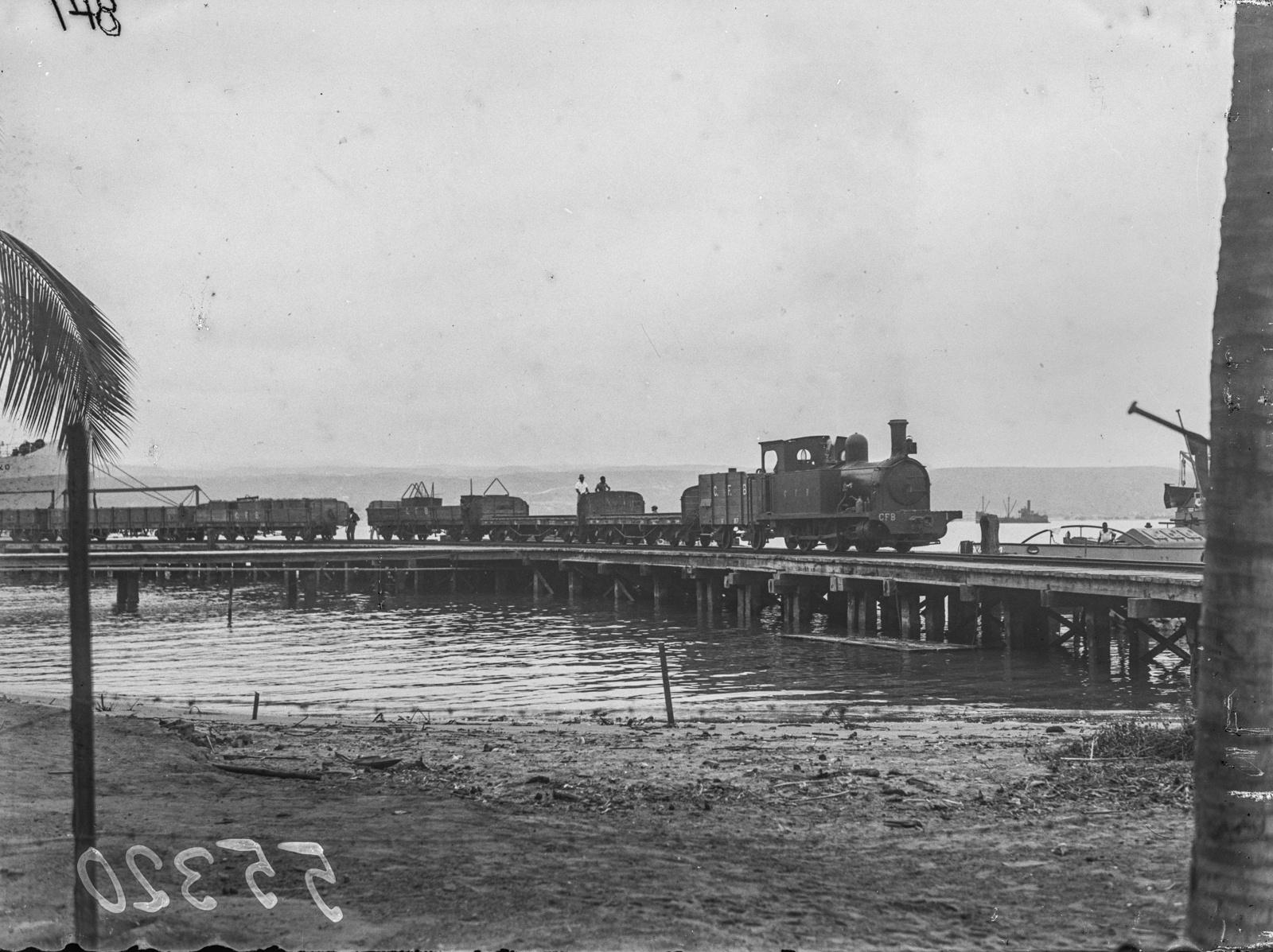 Португальская Западная Африка. Железнодорожный мост в Лобито.