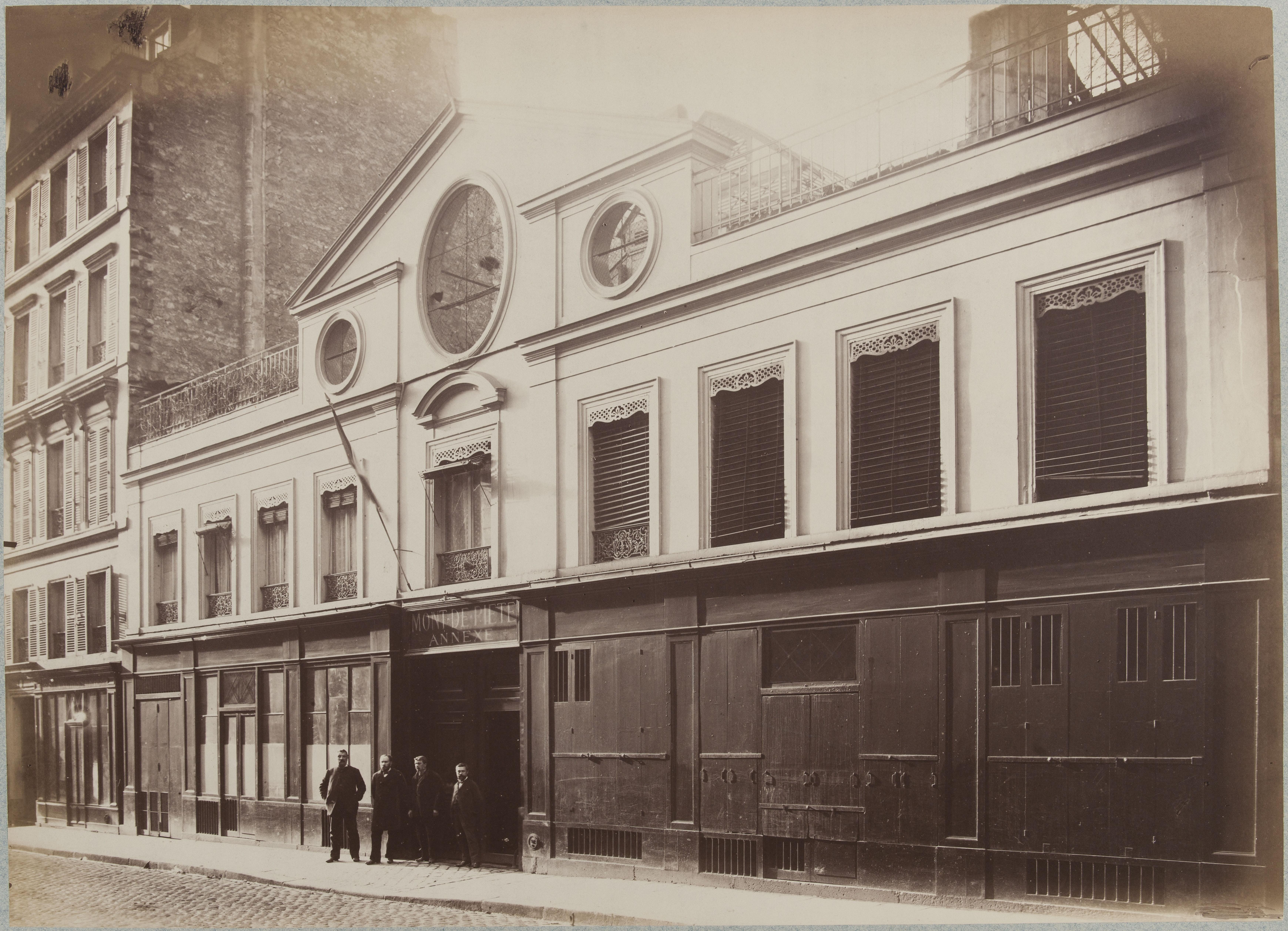 Фасад дома по улице Малер