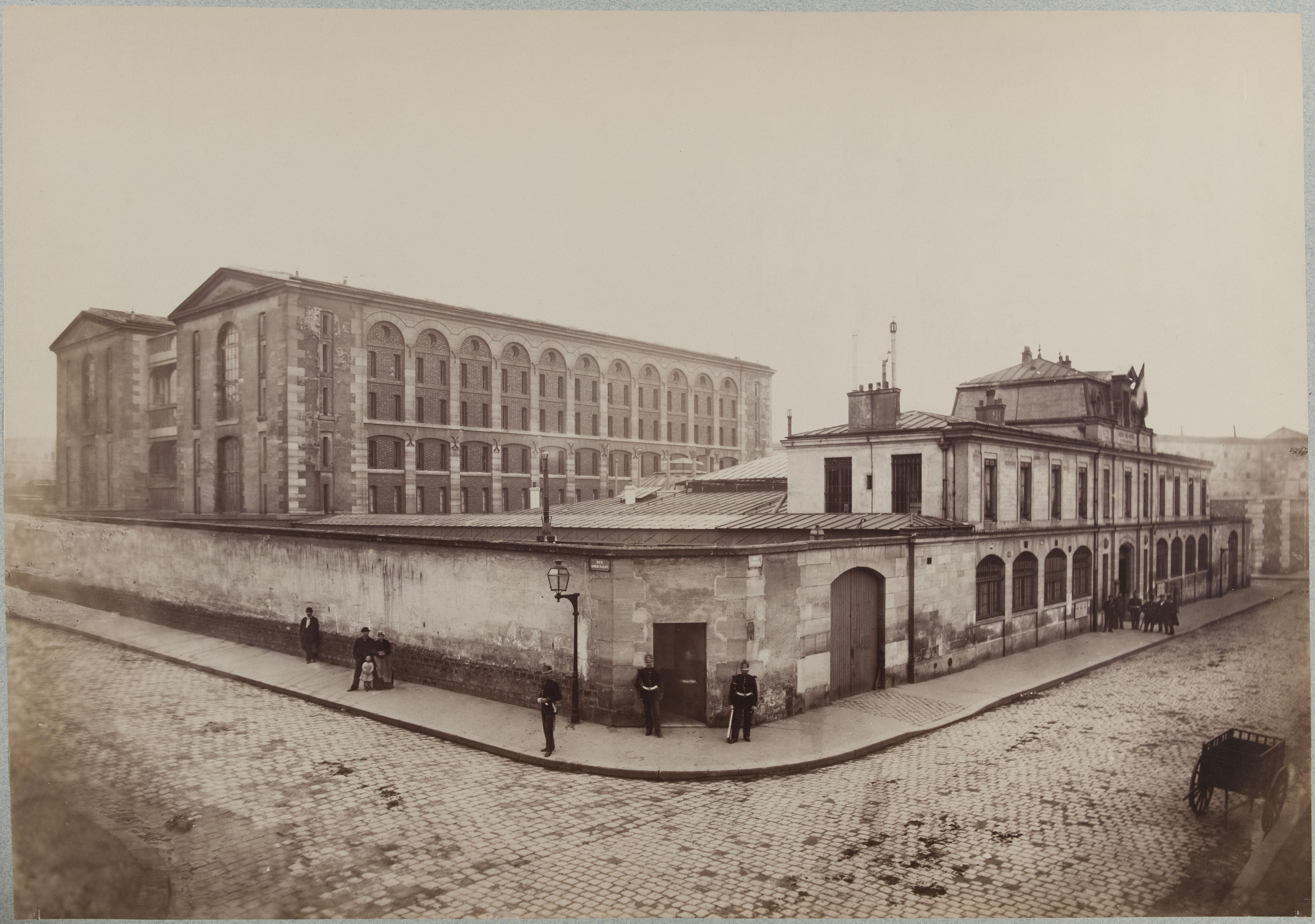 2-й филиал. Все здания на углу улиц Омер-Талон и Серван (11-й округ)