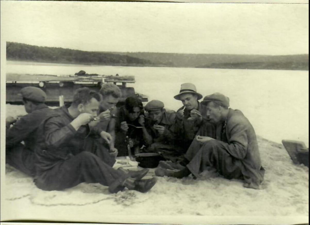 1954. А.В. Кузнецов на съёмках фильма «Верные друзья»