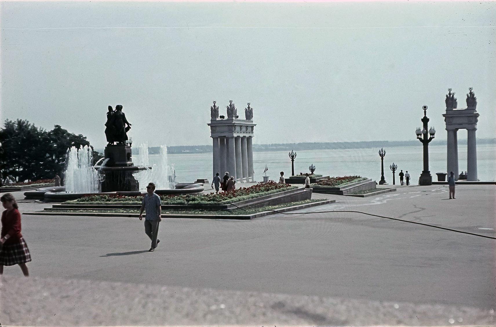 Волгоград. Фонтан «Дружба» на набережной