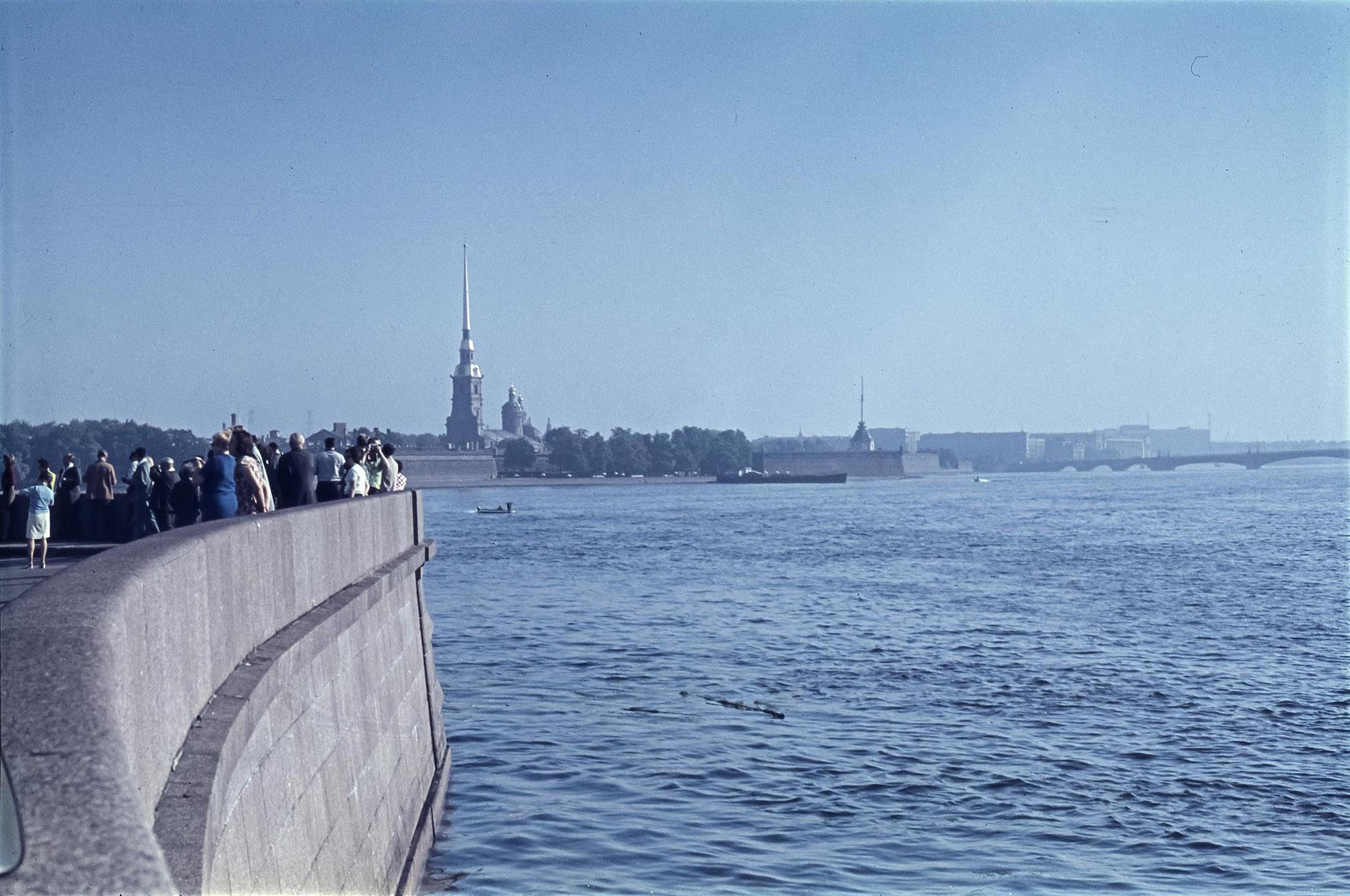 Ленинград.  Вид на Петропавловскую крепость
