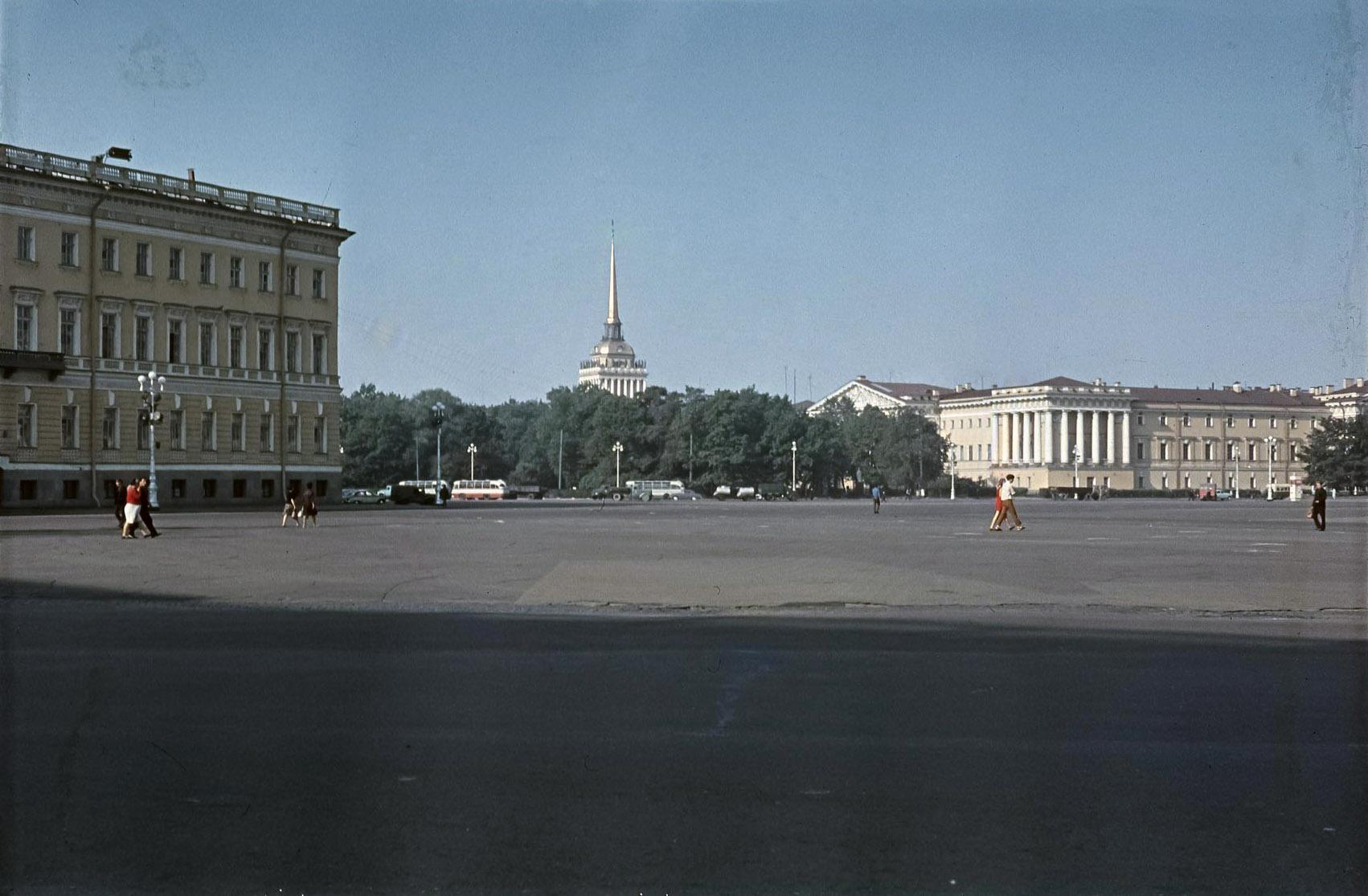 Ленинград. Дворцовая площадь