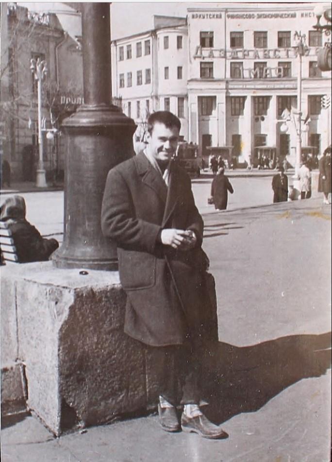 1962. У памятника Ленина