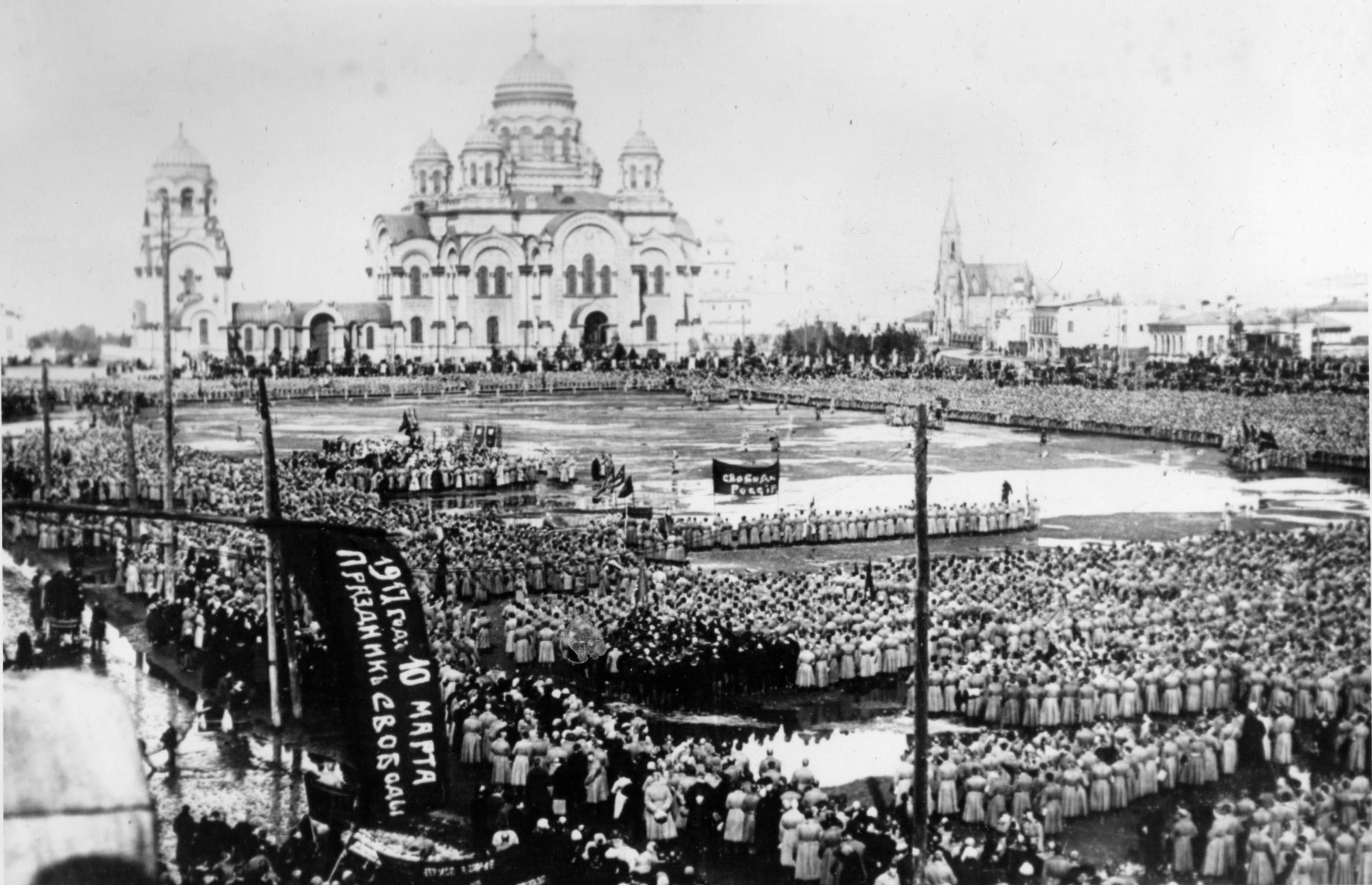 Тихвинская пощадь. 10 марта 1917