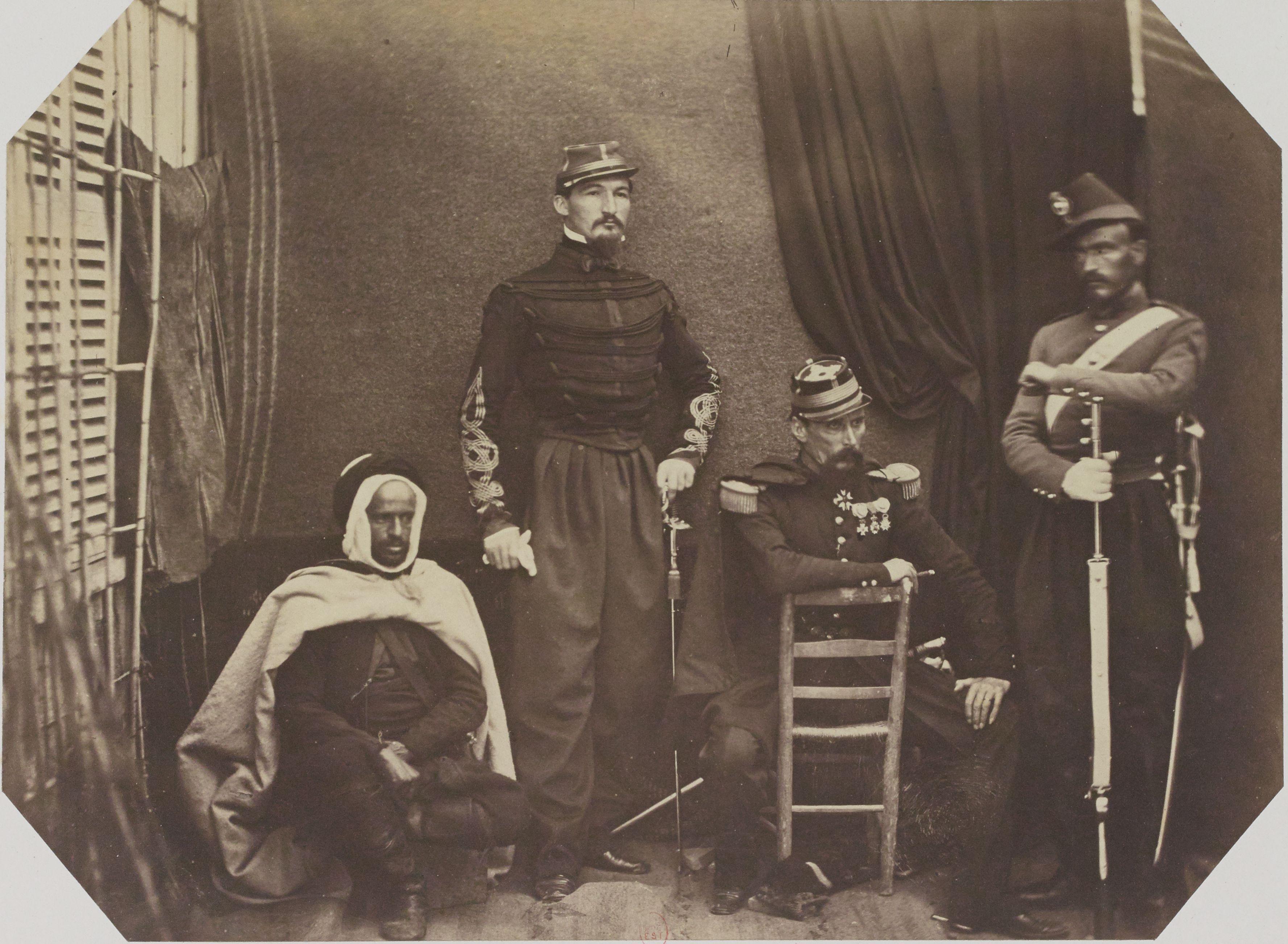 Бригадный генерал Бофор д'Аутпул  командующий подразделением в Тлемсене. Начальник штаба Сегуе