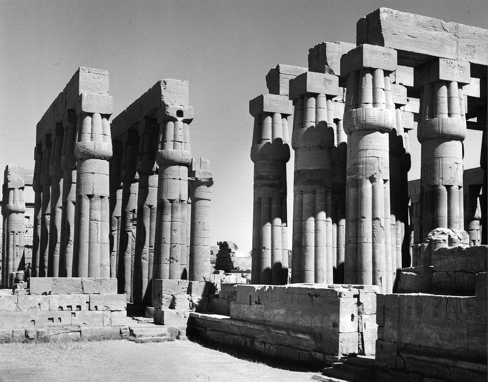 Луксор. Двор Аменхотепа III.