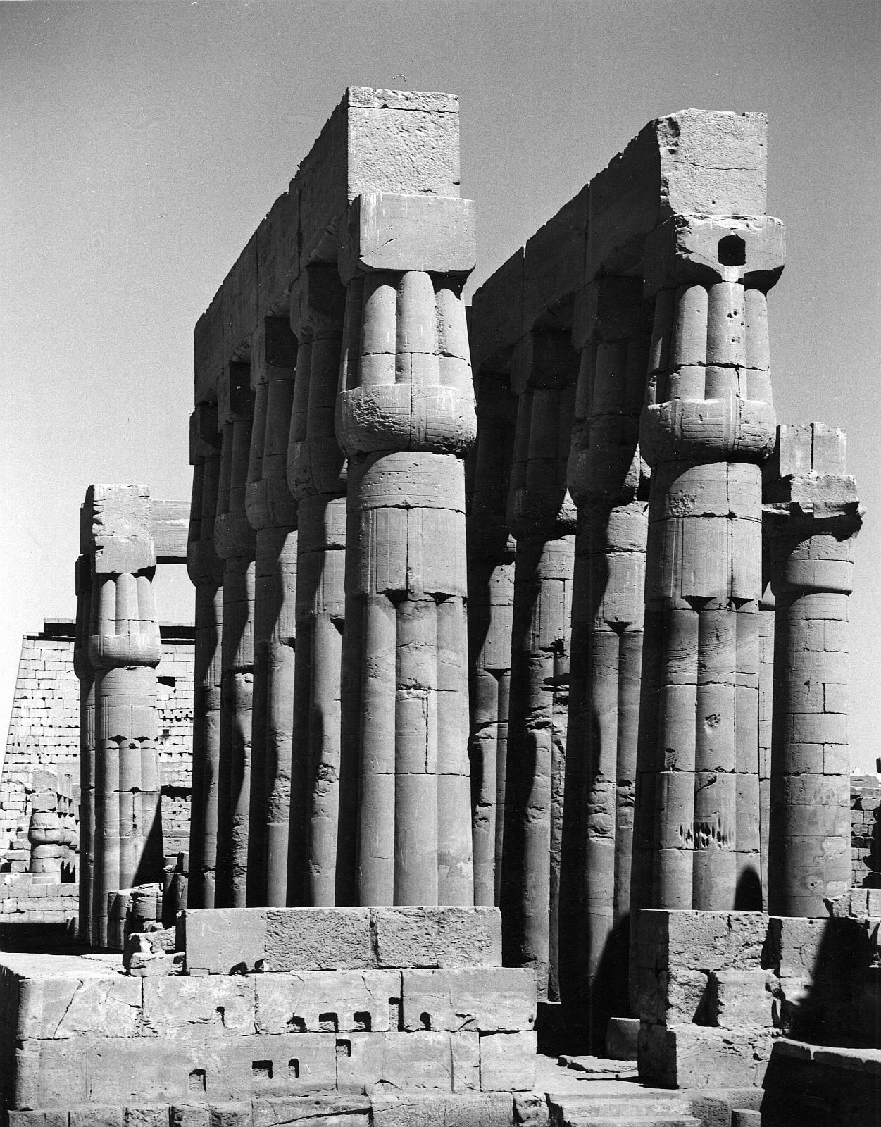 Луксор. Двор Аменхотепа III