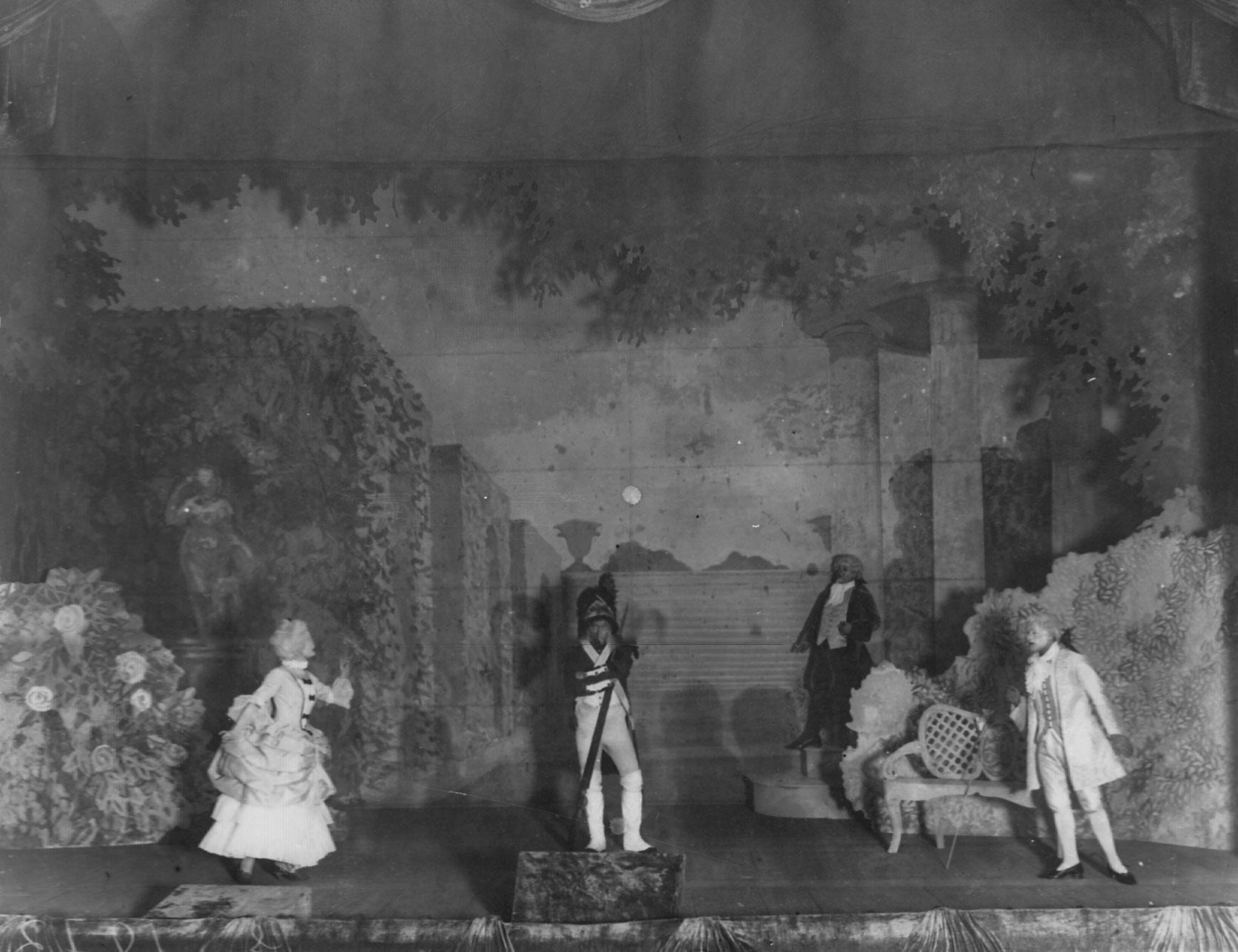 1912. Сцена из спектакля «В Версале» по пьесе Л. Никулина.