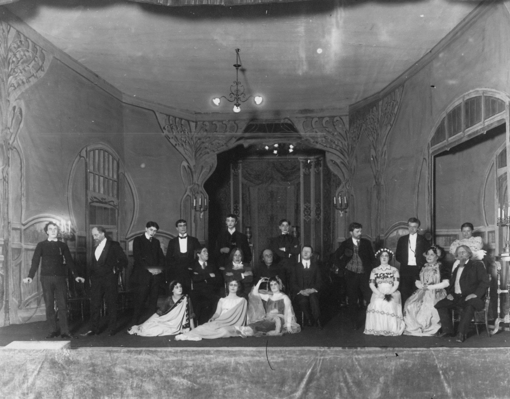 1912. Сцена из спектакля