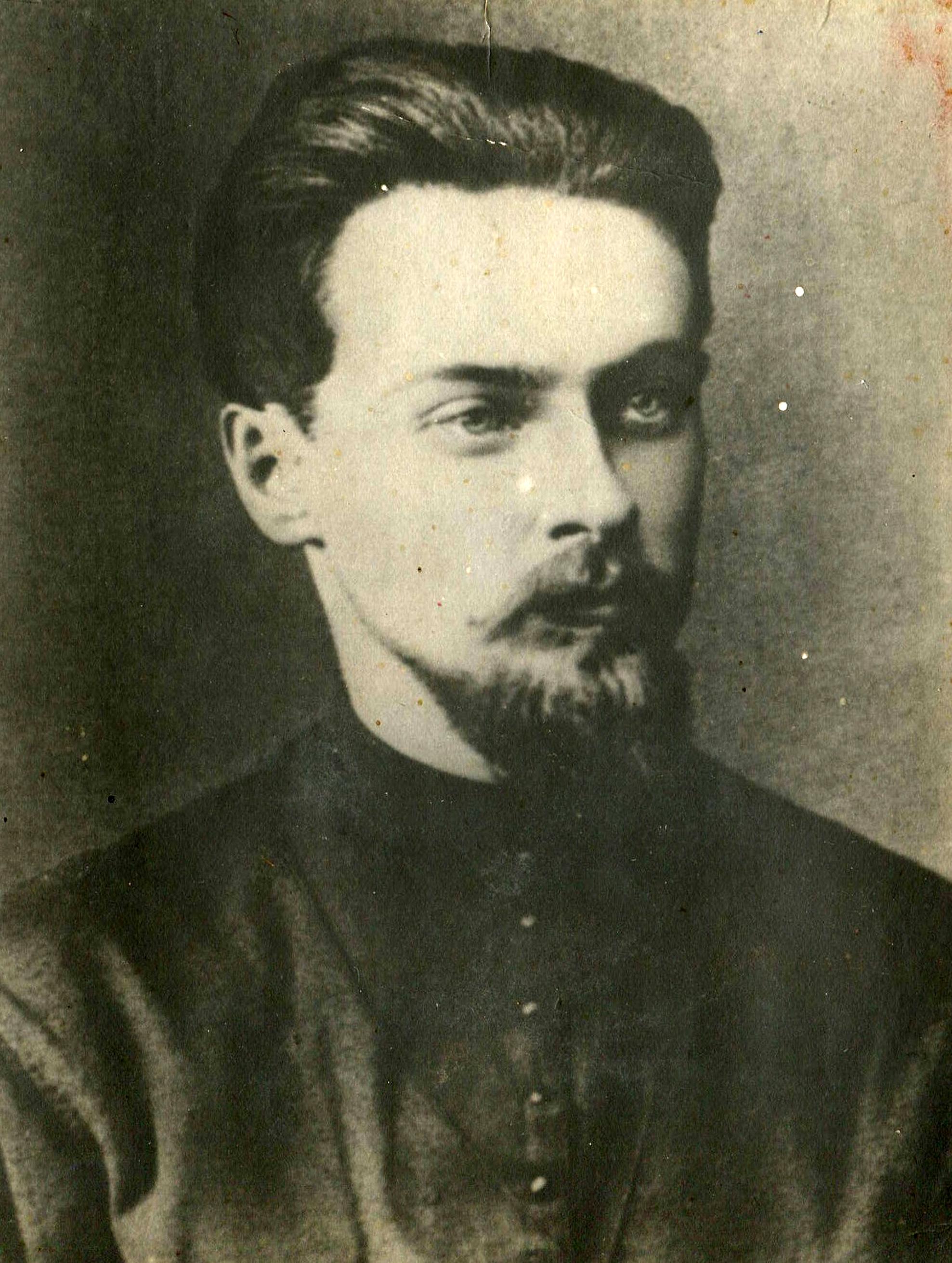 Скляренко Алексей Павлович (15 октября (6 ноября) 1869, Верный, ныне Алма-Ата — июль 1916, Петроград), организатор народнического кружка в Самаре, марксист