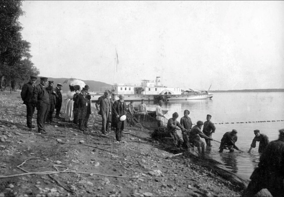 Чиновники Самарской Городской Думы и губернатор Н. В. Протасьев на пикнике. Самара, 1912 .