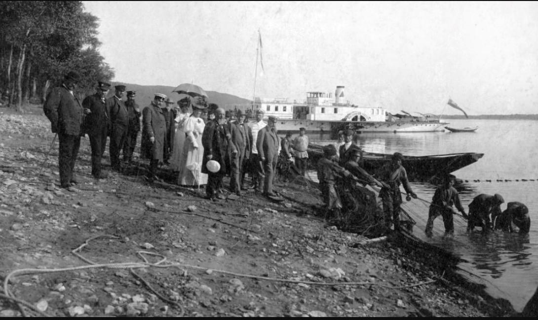 Чиновники Самарской Городской Думы и губернатор Н. В. Протасьев на пикнике. Самара, 1912