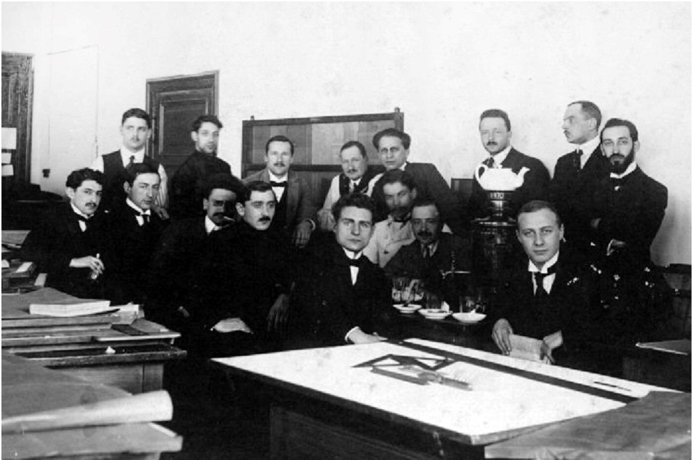 Коллектив инженеров, проектировавший первую электростанцию в Самаре. 1900