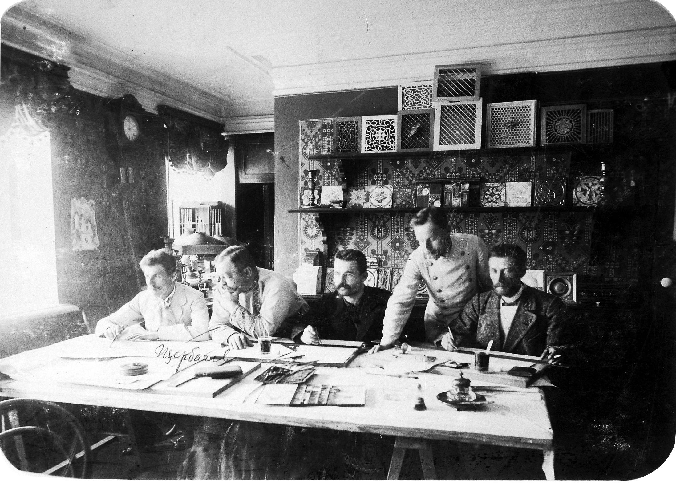 В мастерской А.А. Щербачева. Александр Александрович Щербачёв (2 марта 1858, Москва — 22 апреля 1912, Самара) — самарский архитектор.