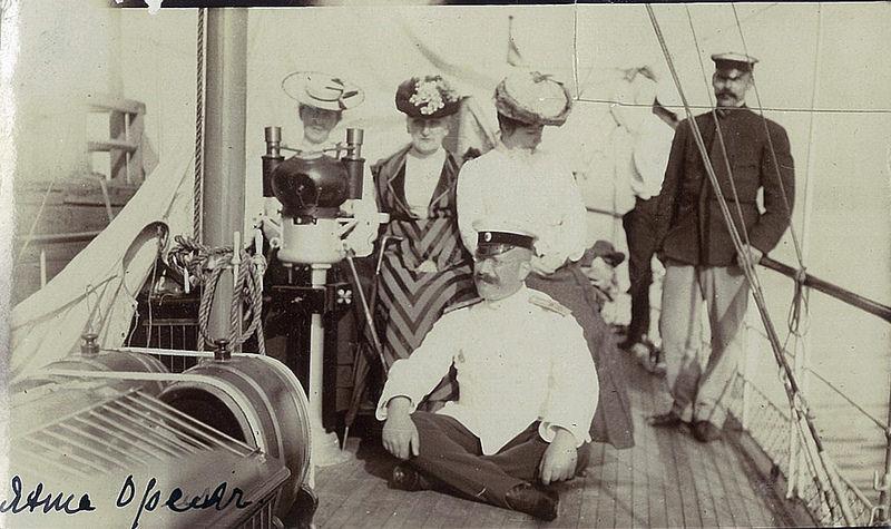 В.П. Всеволожский с гостями на борту яхты «Орёл»
