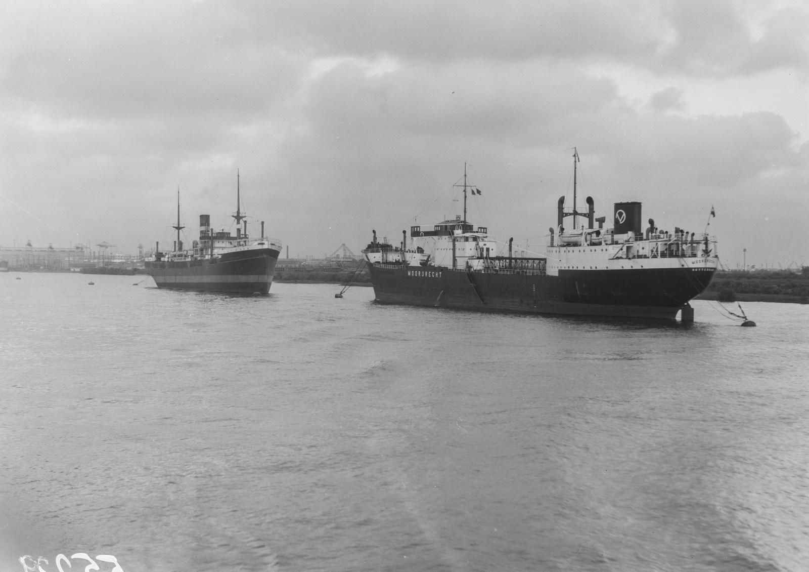 Роттердам. Вид на гавань с двумя пароходами