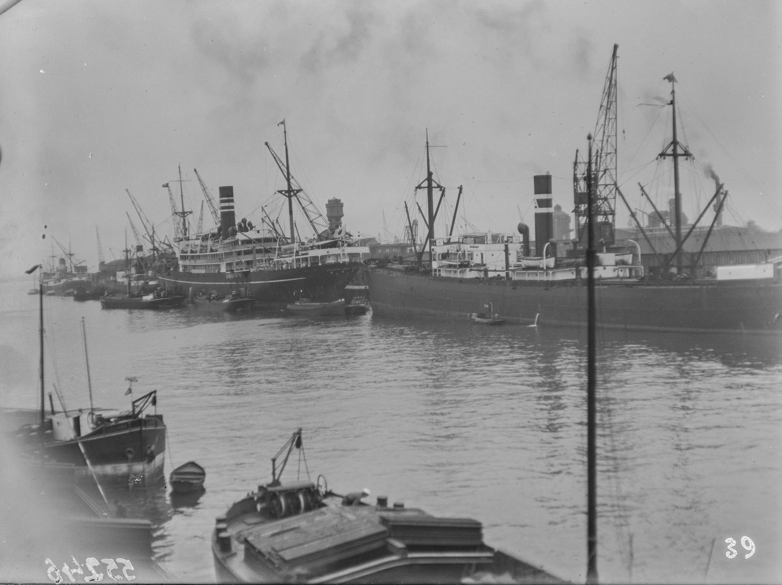 Антверпен. Вид на гавань с пароходами
