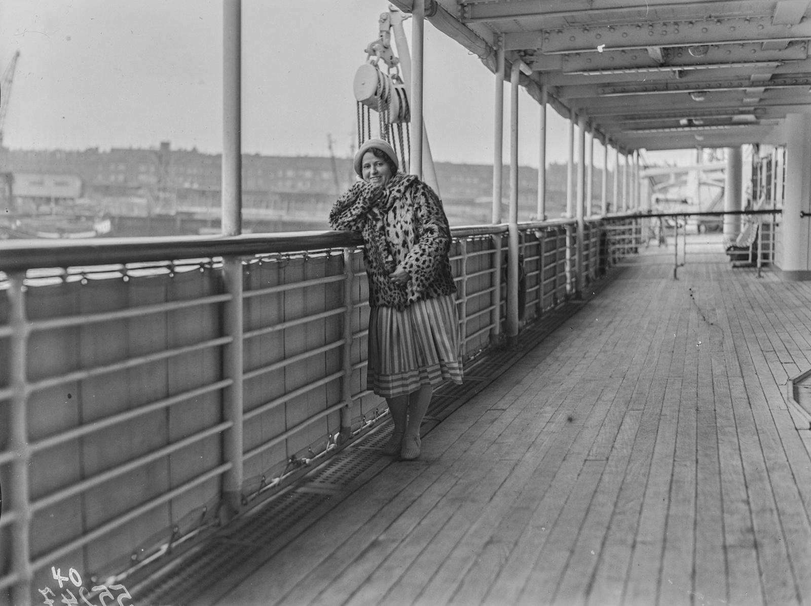 Антверпен. Портрет участницы экспедиции на пароходе