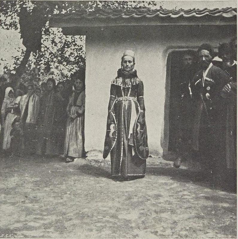 01. Терекская область. Аул Батачево. Кабардинская девушка