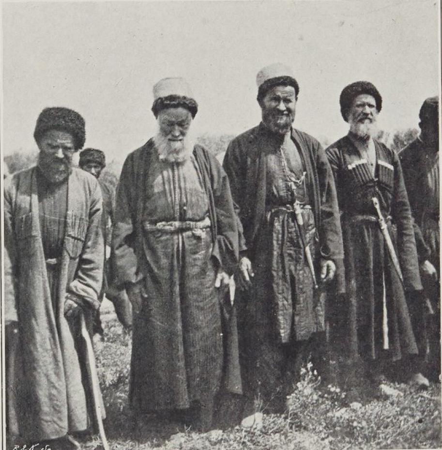 03. Терекская область. Аул Батачево. Мулла со свитой