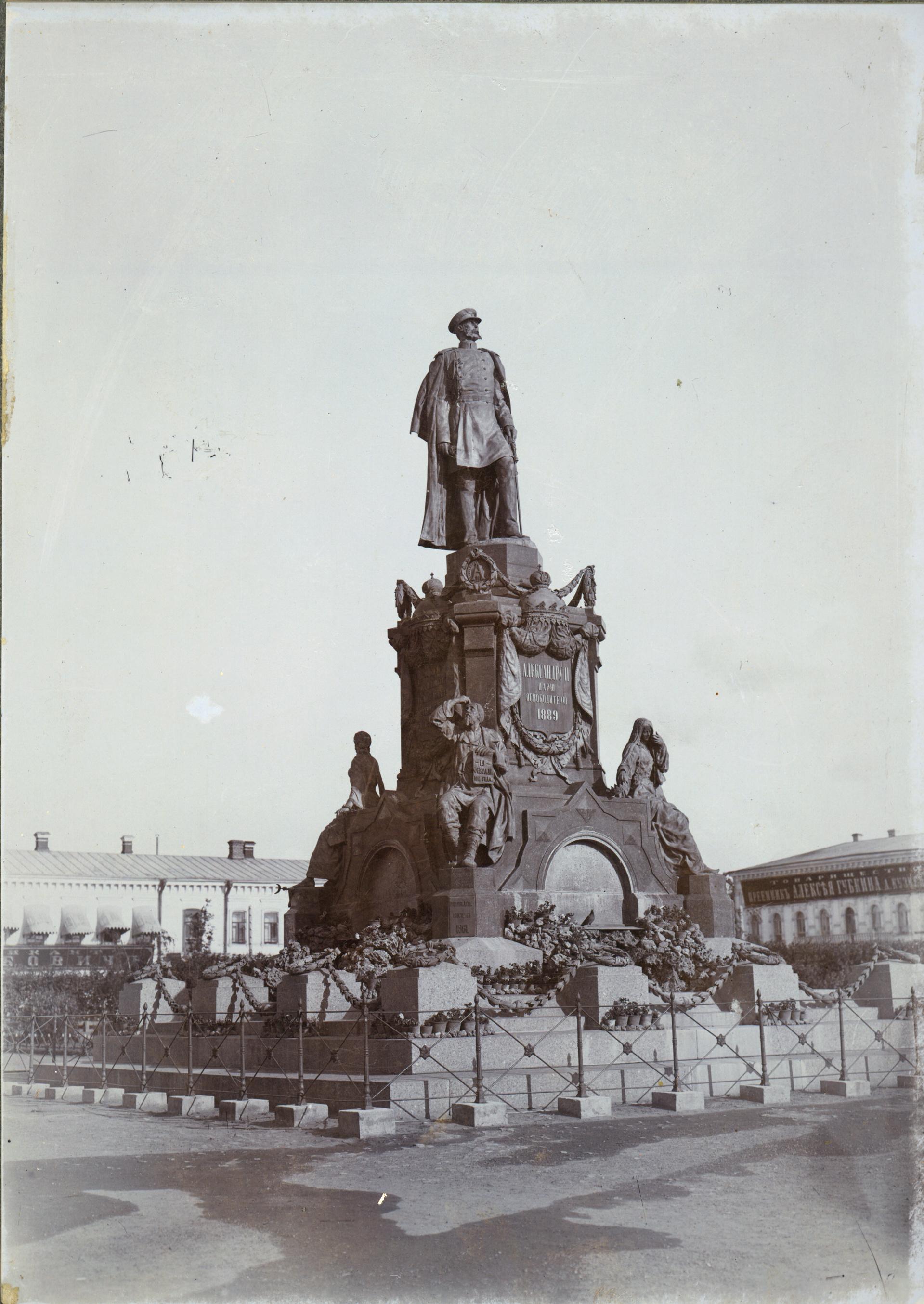Памятник императору Александру II на Алексеевской площади