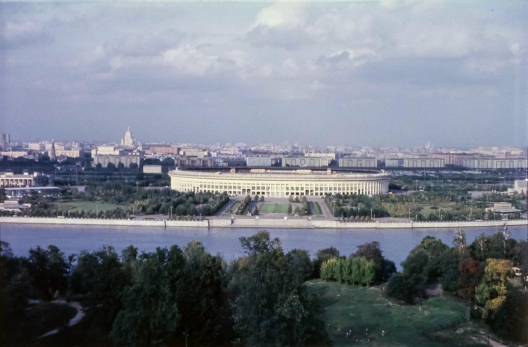Вид на Центральный стадион им. Ленина в Лужниках