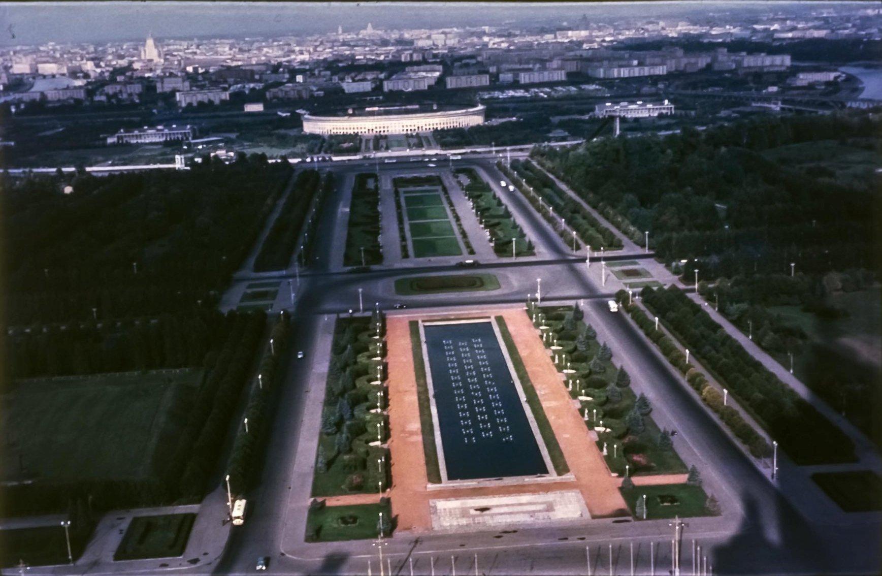 Вид на Лужники с Главного здания МГУ