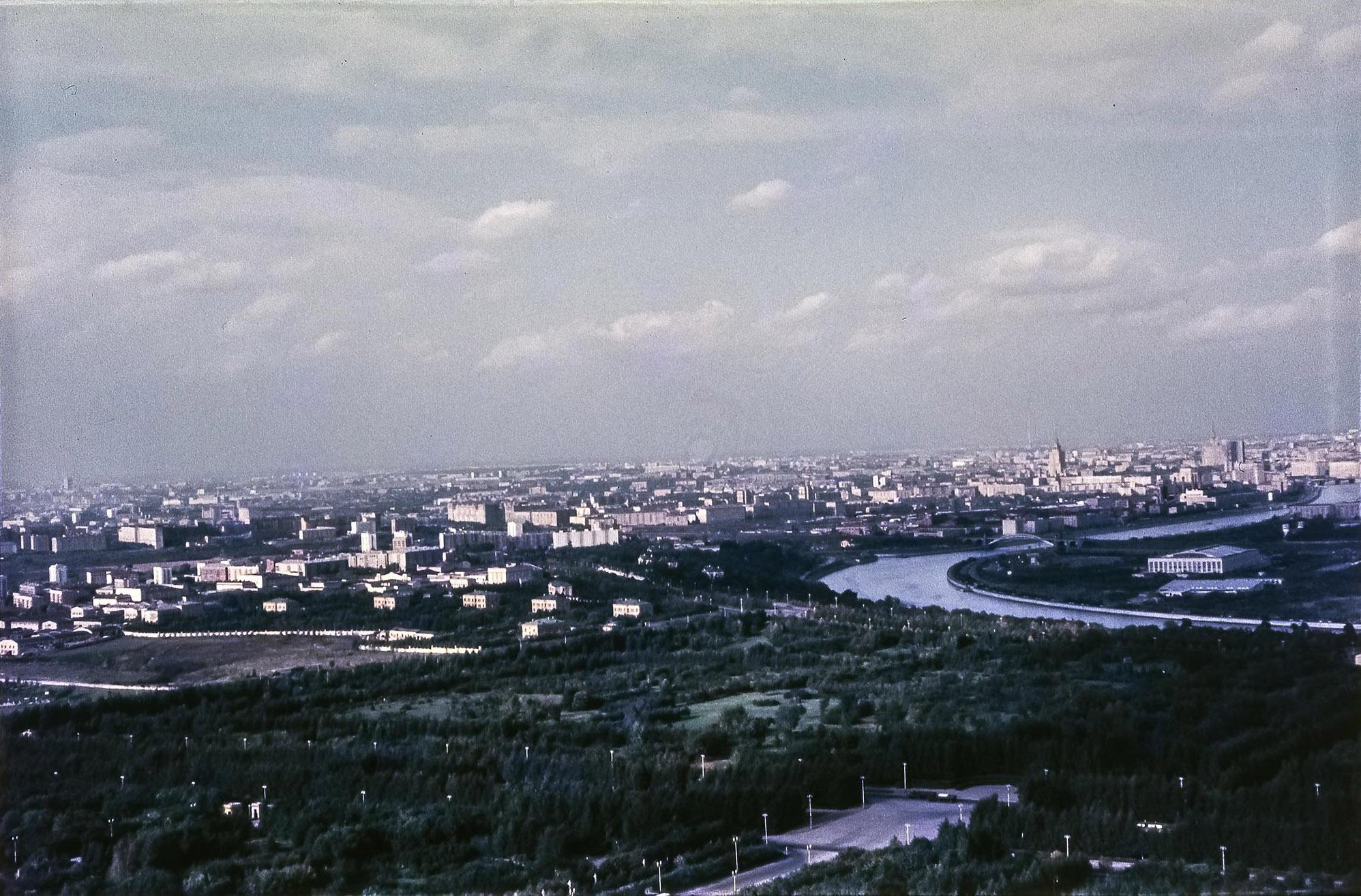 МГУ. Вид на север с Главного здания МГУ