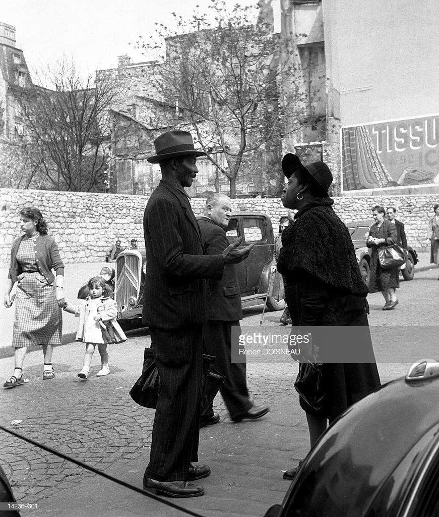 1951. Французы разговаривают на улице Муфтар  в Пятом округе Парижа