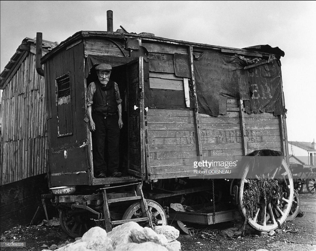 1946. Человек на пороге своего каравана в Виллеюифе
