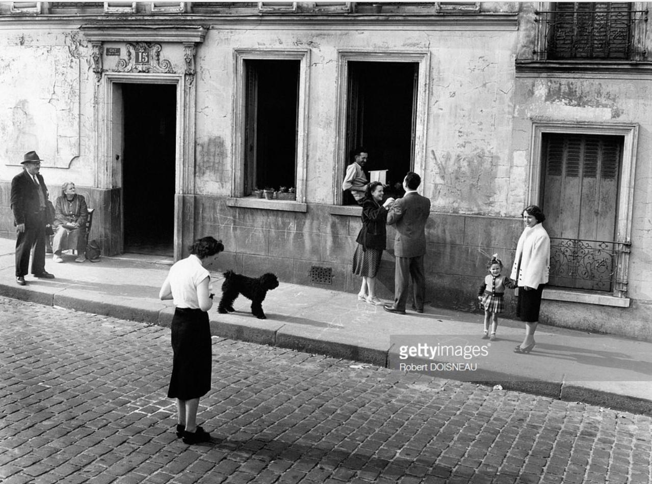 1953. Женщина и ее маленькая девочка на Рю дю Трансвааль