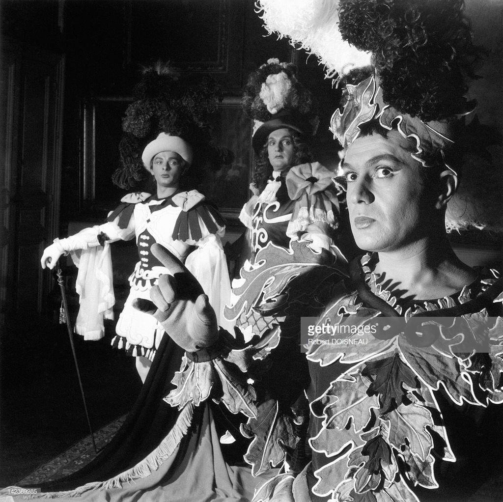 1954. Роберт Хирш, Жак Шарон и Жан-Поль Руссийон, играющие «Великолепные любовники» Мольера в «Комеди Франсез»