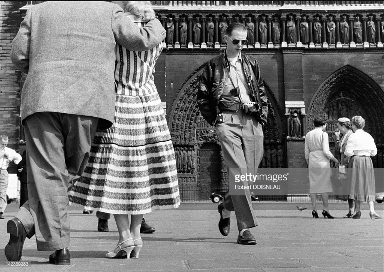 1956. Туристы перед Собором Нотр-Дам, Париж