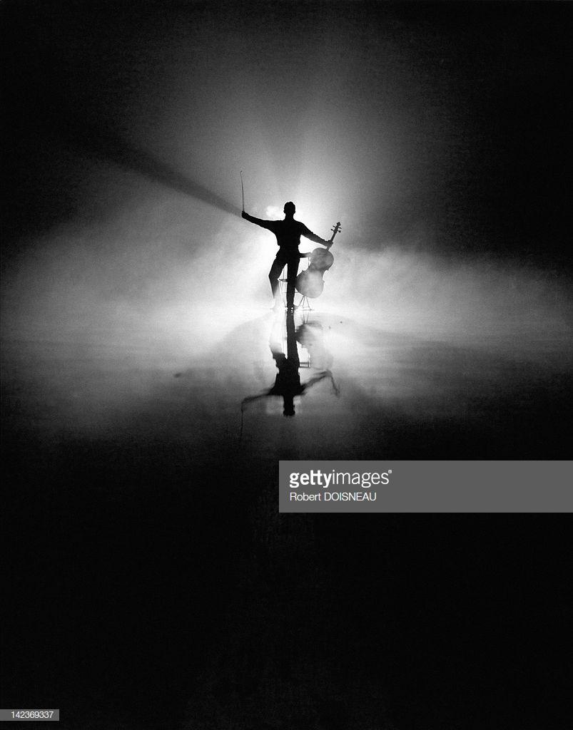 1957. Французский виолончелист Морис Баке