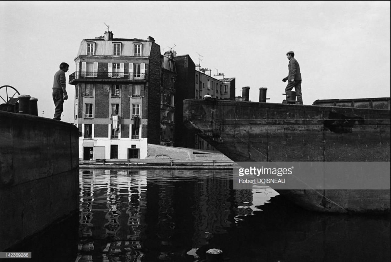 1986. Баржа вдоль реки Сены