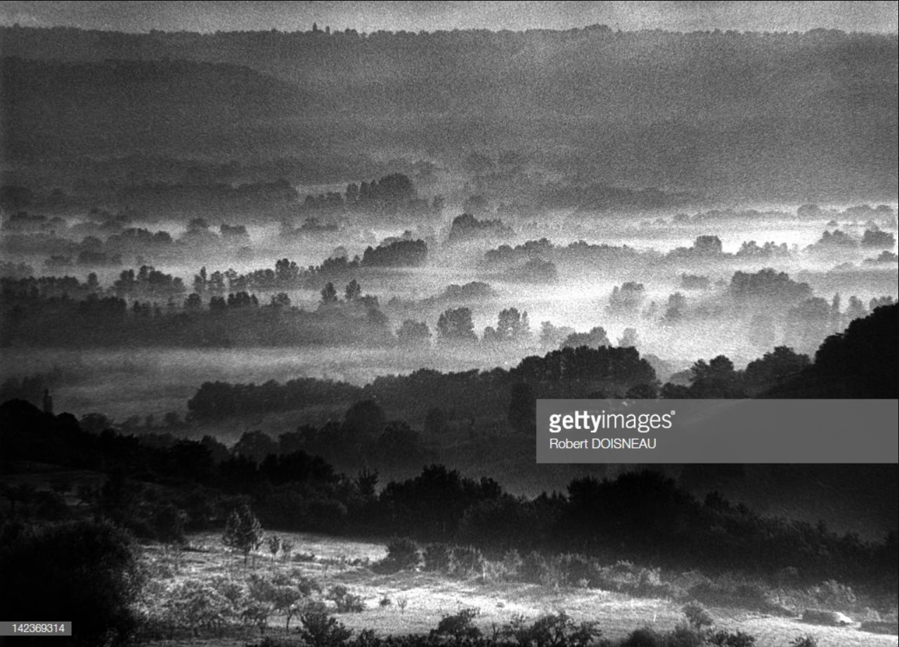 Туман в долине, увиденный из Лубрессака в департаменте Лот