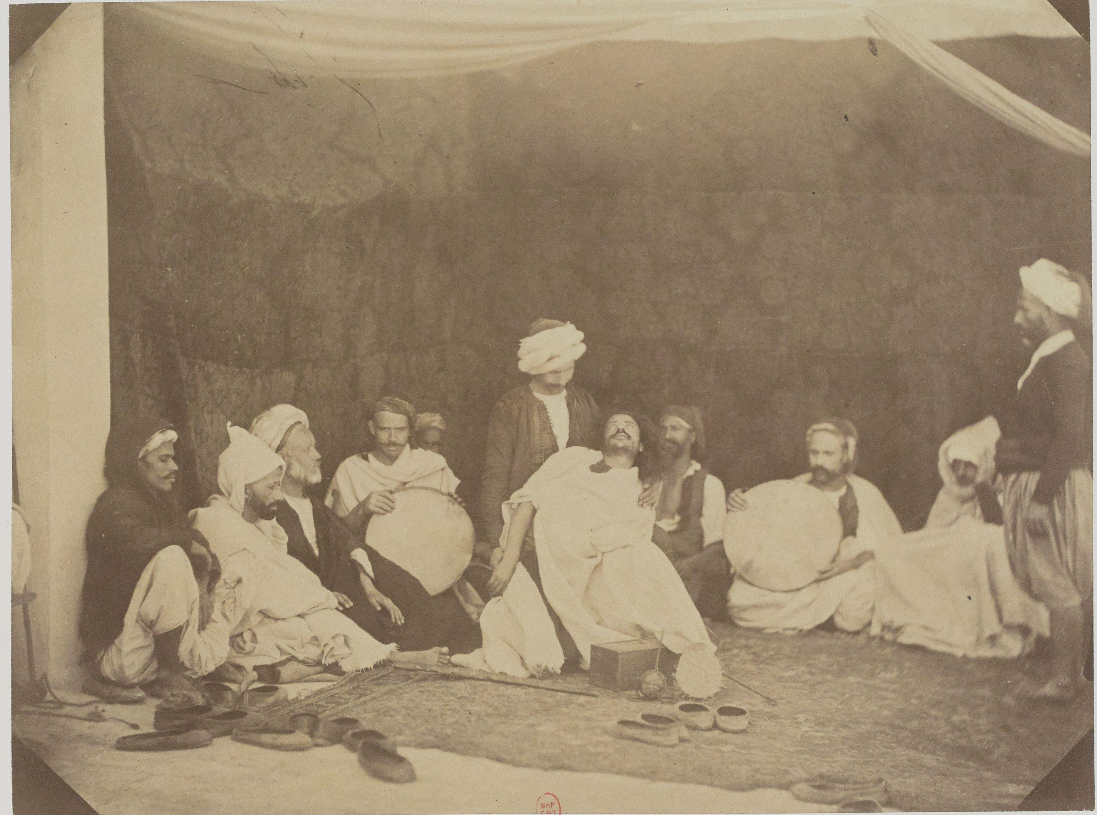 15. Айссауа (суфийский орден заклинателей змей), последователи марабуны Сиди-Мухаммед бен Аисса, чья гробница находится в Мекинасе (Марокко)