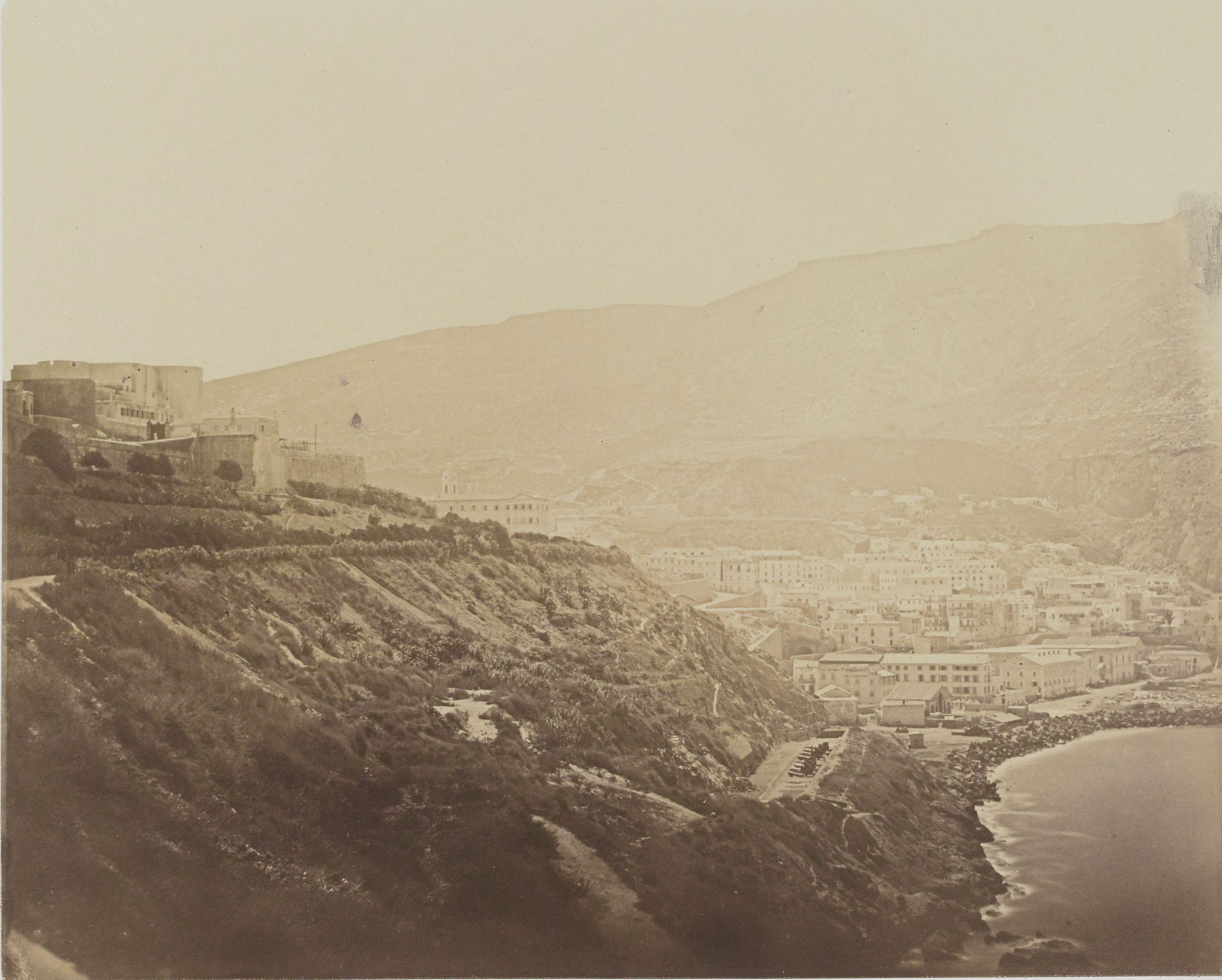 23. Вид на новый замок и часть города Оран, взятого с морского берега (Оран)