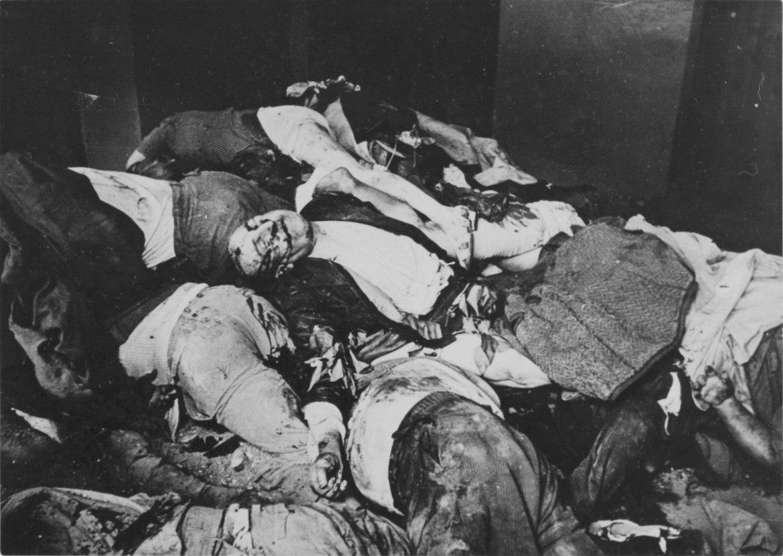 Гора тел жителей Львова, убитых во время погромов, июль 1941