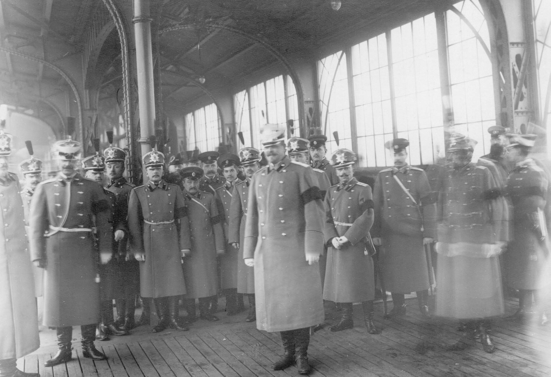Офицеры батальона - участники переноса праха Карла Андреевича Шильдера на перроне Царскосельского вокзала