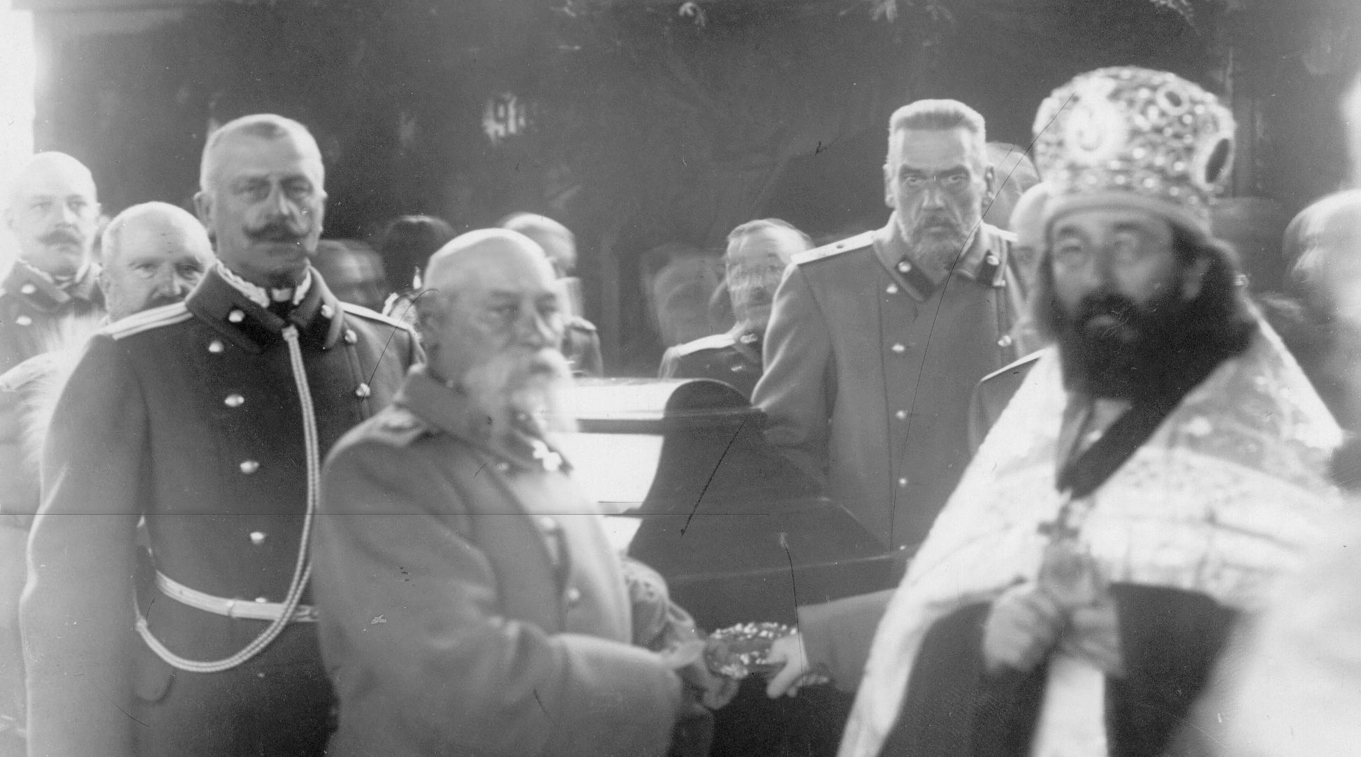 Участники похорон. На первом плане генерал-адъютант В.Н.Данилов.