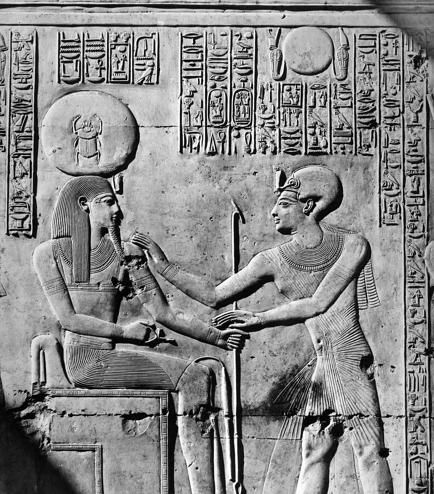 Абидос. Храм Сети I.  Рельеф «Славный Бог Солнца с Сети I»